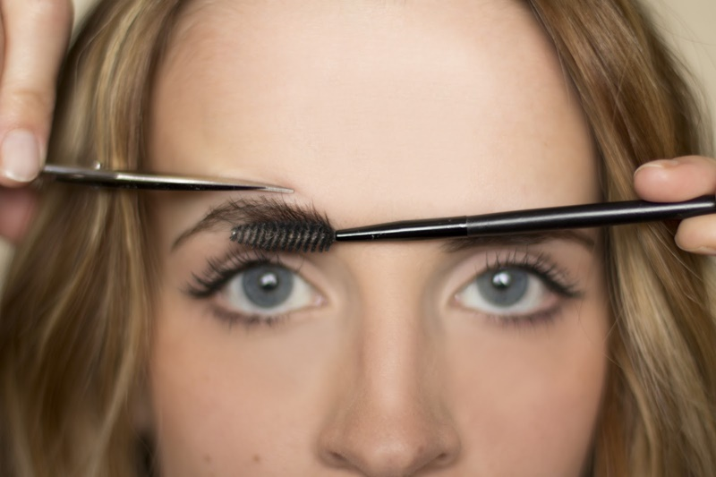 Could shaping eyebrows get any easier than THIS!! 5